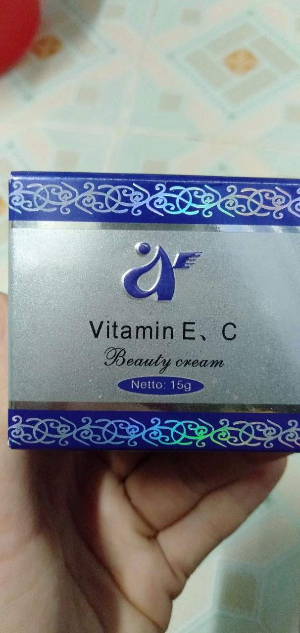 Kem vitamin e c manne mei có mẹ nào Sài k ạ Cho e xin ý kiến với ạ?